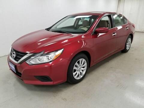 2016 Nissan Altima for sale at Kerns Ford Lincoln in Celina OH