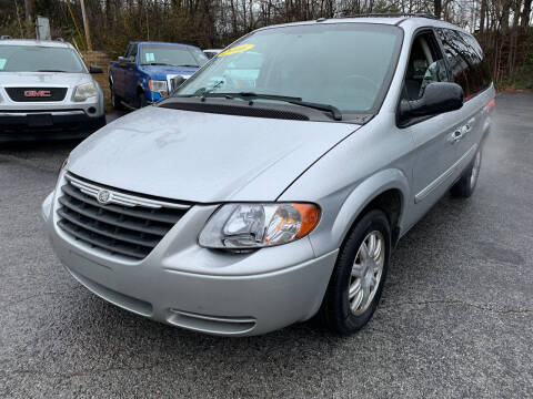 2006 Chrysler Town and Country for sale at Diana Rico LLC in Dalton GA