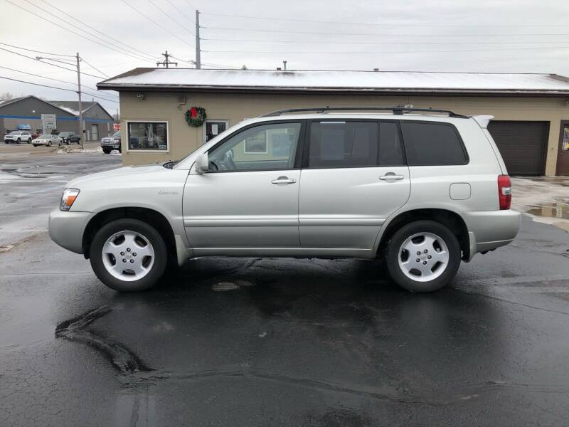 2004 Toyota Highlander for sale at Mike's Budget Auto Sales in Cadillac MI
