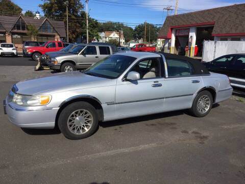 2000 Lincoln Town Car for sale at Thomas Anthony Auto Sales LLC DBA Manis Motor Sale in Bridgeport CT