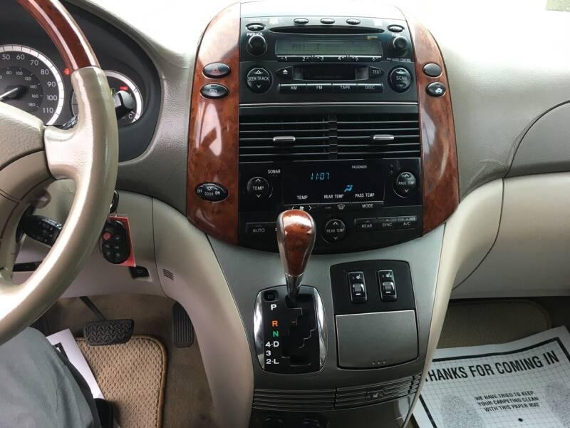 2005 Toyota Sienna XLE Limited 7-Passenger 4dr Mini-Van - Douglasville GA