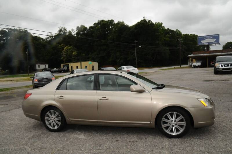 2005 Toyota Avalon for sale at RICHARDSON MOTORS USED CARS - Buy Here Pay Here in Anderson SC