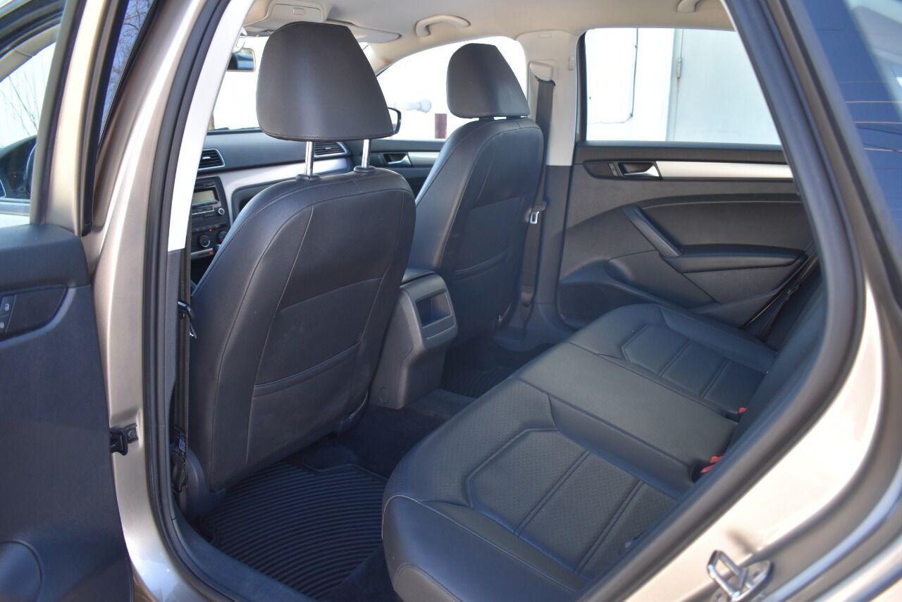 2015 Volkswagen Passat 1.8T Wolfsburg Edition PZEV 4dr Sedan full