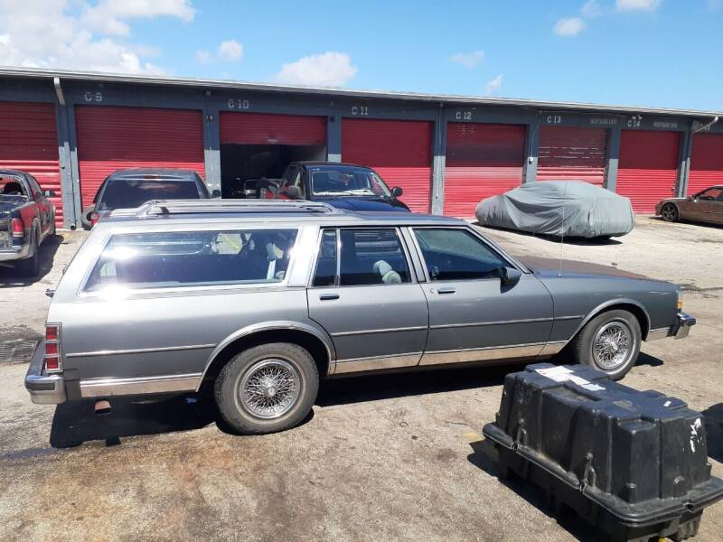 1989 Chevrolet Caprice for sale at Car Mart Leasing & Sales in Hollywood FL