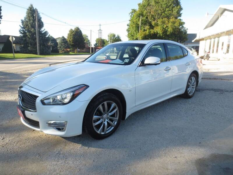 2016 Infiniti Q70 for sale at GREENFIELD AUTO SALES in Greenfield IA