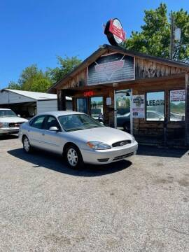 2006 Ford Taurus for sale at LEE AUTO SALES in McAlester OK