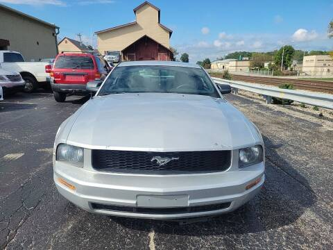 2005 Ford Mustang for sale at Discovery Auto Sales in New Lenox IL