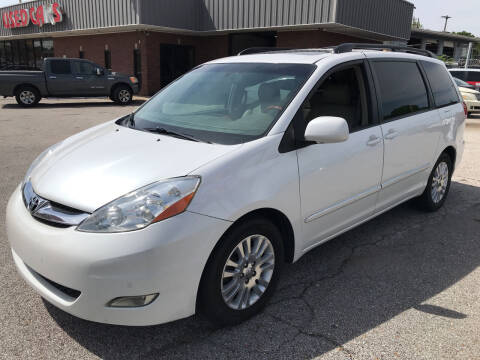2007 Toyota Sienna for sale at East Memphis Auto Center in Memphis TN