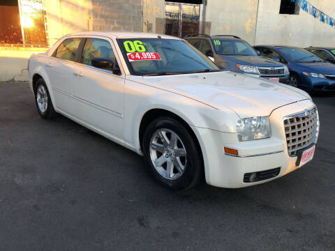 2006 Chrysler 300 for sale at Riverside Wholesalers 2 in Paterson NJ