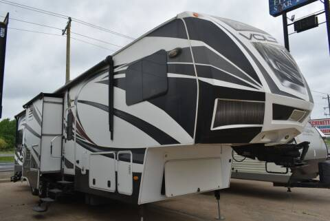 2014 Dutchmen Voltage 3950 for sale at Buy Here Pay Here RV in Burleson TX
