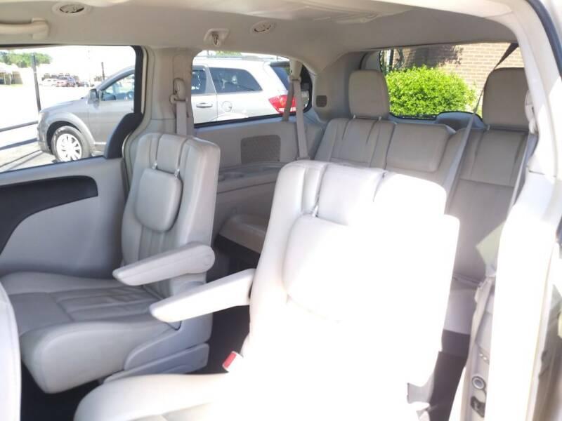 2013 Chrysler Town and Country Touring 4dr Mini-Van - Arlington TX