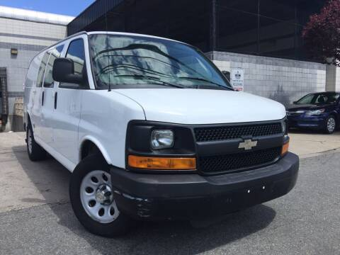 2012 Chevrolet Express Cargo for sale at Illinois Auto Sales in Paterson NJ