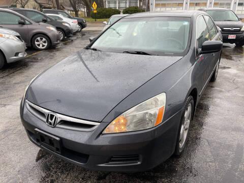 2007 Honda Accord for sale at Best Deal Motors in Saint Charles MO