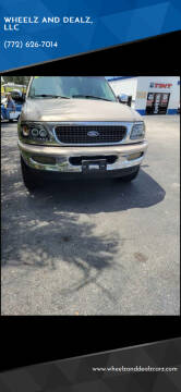 1998 Ford Expedition for sale at WHEELZ AND DEALZ, LLC in Fort Pierce FL