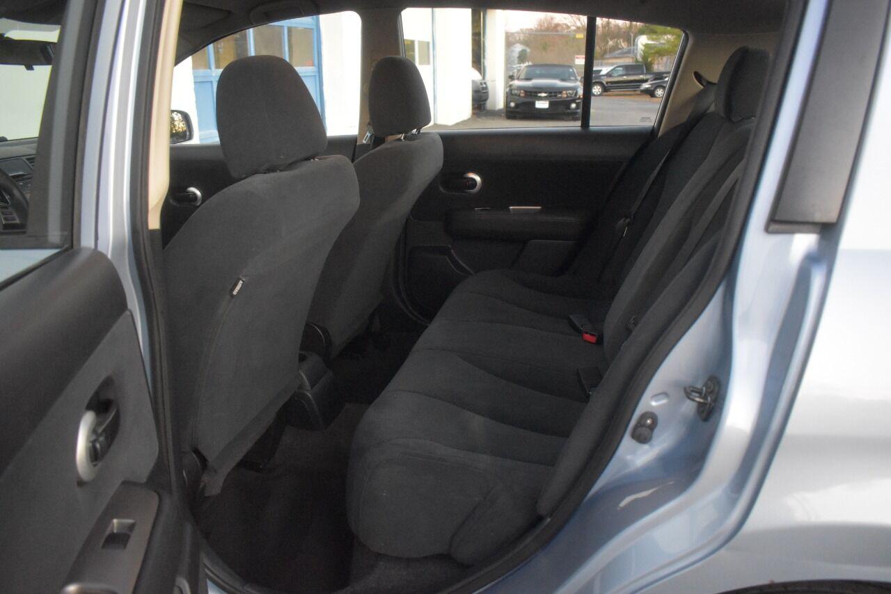2011 Nissan Versa 1.8 S 4dr Hatchback 4A full