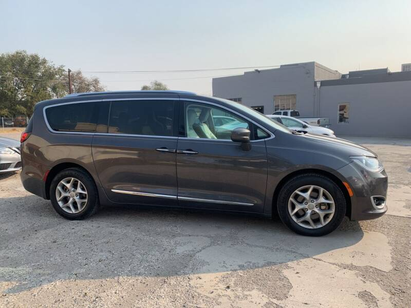 2017 Chrysler Pacifica for sale at CHURCHILL AUTO SALES in Fallon NV