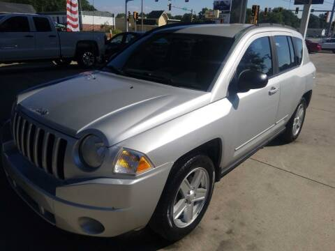 2010 Jeep Compass for sale at SpringField Select Autos in Springfield IL