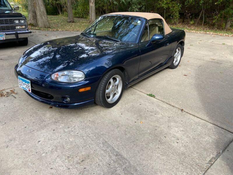 2000 Mazda MX-5 Miata for sale at COUNTRYSIDE AUTO INC in Austin MN