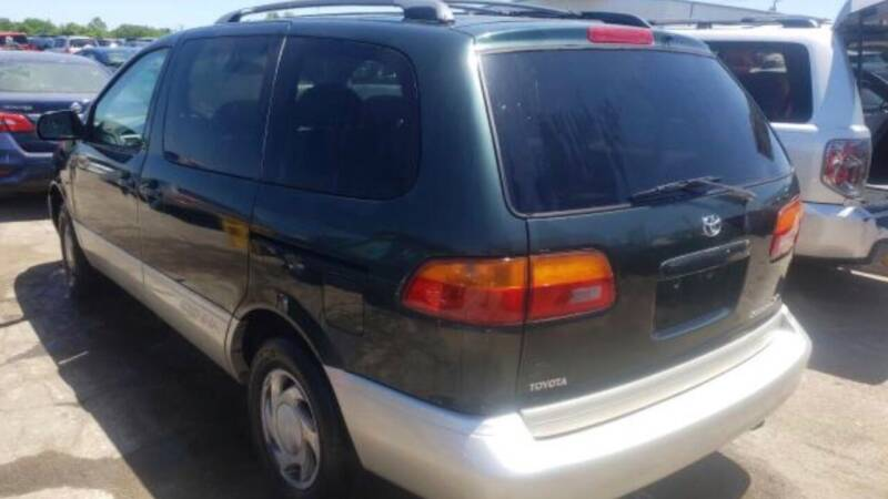 2000 Toyota Sienna for sale at 10th Ward Auto Sales, Inc in Chicago IL