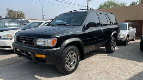 1997 Nissan Pathfinder for sale at BARRIO MOTORS in El Paso TX