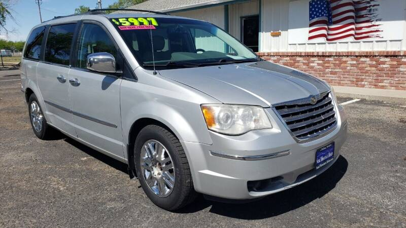 2008 Chrysler Town and Country for sale at Sand Mountain Motors in Fallon NV