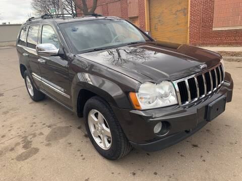 2005 Jeep Grand Cherokee for sale at Square Business Automotive in Milwaukee WI