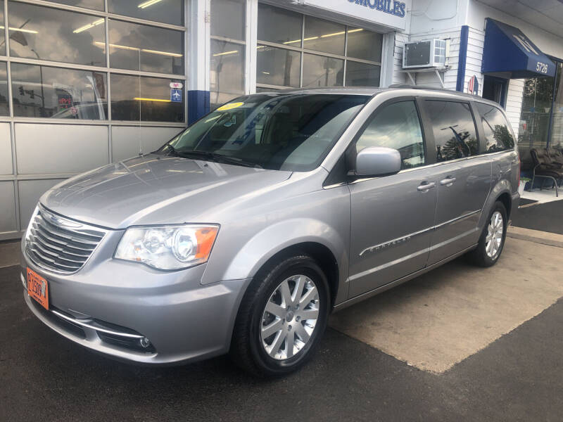 2016 Chrysler Town and Country for sale at Jack E. Stewart's Northwest Auto Sales, Inc. in Chicago IL