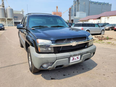 2002 Chevrolet Avalanche for sale at J & S Auto Sales in Thompson ND