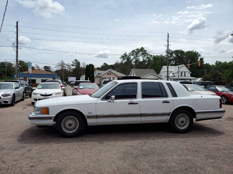 1990 Lincoln Town Car for sale at RIVERSIDE AUTO SALES in Sioux City IA