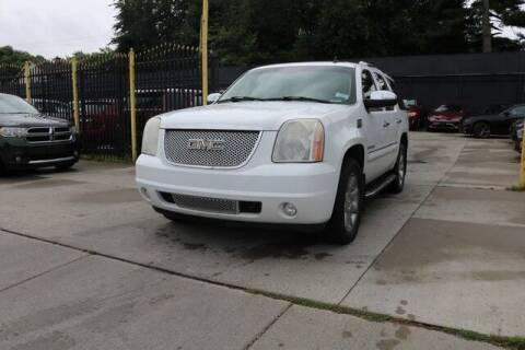 2007 GMC Yukon for sale at F & M AUTO SALES in Detroit MI