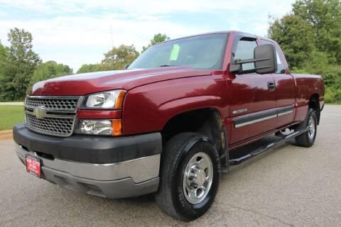 2005 Chevrolet Silverado 2500HD for sale at Oak City Motors in Garner NC