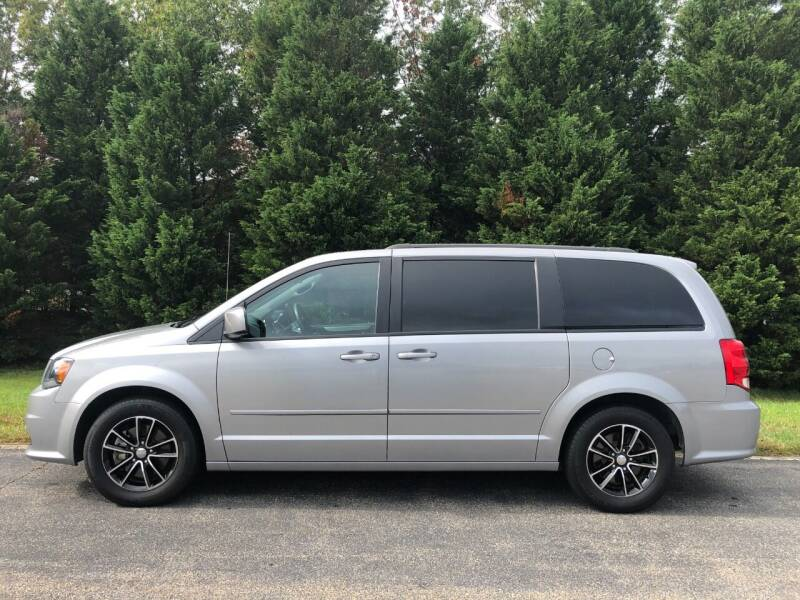 2017 Dodge Grand Caravan for sale at DLUX Motorsports in Fredericksburg VA