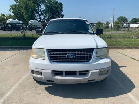2005 Ford Expedition for sale at Diana Rico LLC in Dalton GA