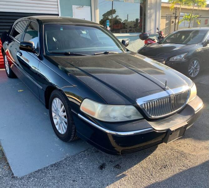 2004 Lincoln Town Car for sale at Naber Auto Trading in Hollywood FL