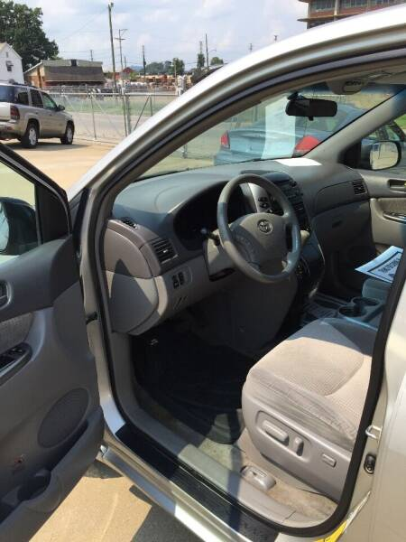 2007 Toyota Sienna for sale at New Rides in Portsmouth OH