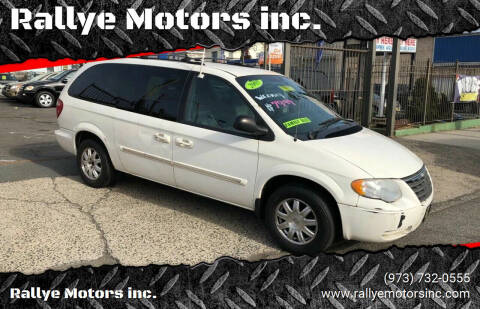 2005 Chrysler Town and Country for sale at Rallye  Motors inc. in Newark NJ