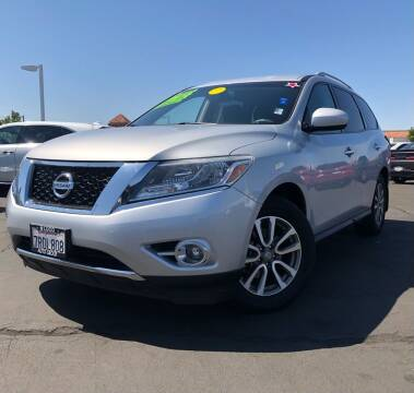 2016 Nissan Pathfinder for sale at LUGO AUTO GROUP in Sacramento CA