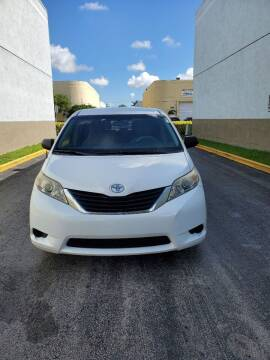2013 Toyota Sienna for sale at INTERNATIONAL AUTO BROKERS INC in Hollywood FL
