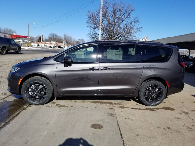 2021 Chrysler Pacifica for sale at Faw Motor Co - Faws Garage Inc. in Arapahoe NE