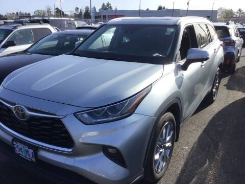 2020 Toyota Highlander for sale at Royal Moore Custom Finance in Hillsboro OR