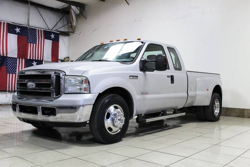 2005 Ford F-350 Super Duty for sale at ROADSTERS AUTO in Houston TX