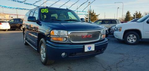 2005 GMC Yukon XL for sale at I-80 Auto Sales in Hazel Crest IL