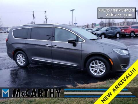 2020 Chrysler Pacifica for sale at Mr. KC Cars - McCarthy Hyundai in Blue Springs MO