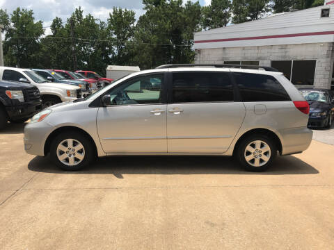 2004 Toyota Sienna for sale at Northwood Auto Sales in Northport AL