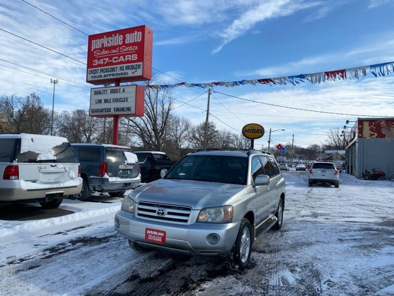 2004 Toyota Highlander for sale at Parkside Auto Sales & Service in Pekin IL