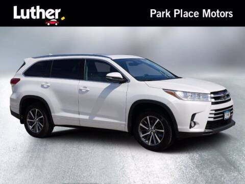 2017 Toyota Highlander for sale at Park Place Motor Cars in Rochester MN