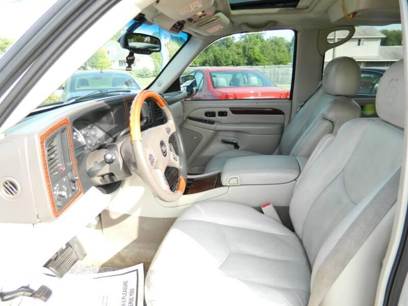 2004 Cadillac Escalade ESV AWD 4dr SUV - Fort Wayne IN