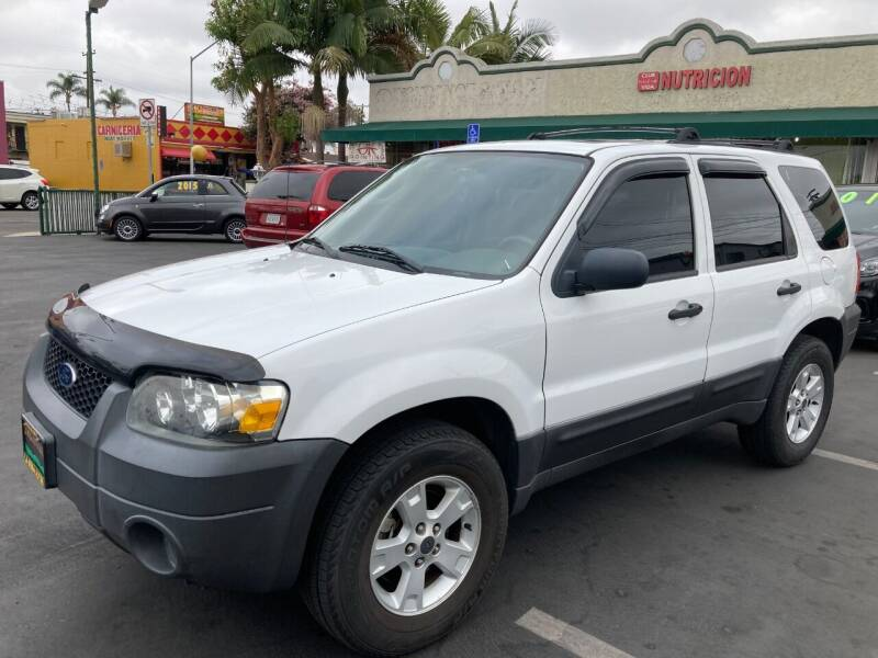 2006 Ford Escape for sale at La Mesa Auto Sales in Huntington Park CA