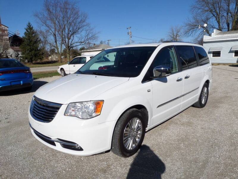 2014 Chrysler Town and Country for sale at CARL'S AUTO SALES in Boody IL