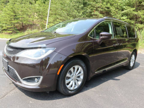2017 Chrysler Pacifica for sale at RUSTY WALLACE KIA OF KNOXVILLE in Knoxville TN
